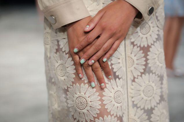 10-negative-space-nails-charlotte-ronson-w724