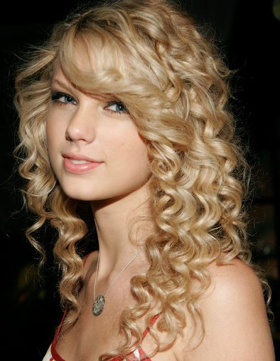 hairstyles-for-thin-curly-hair-round-face